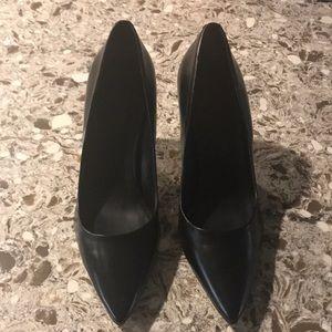 Guess Pump Heels 😍❤️ Beautiful Shoes